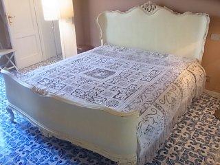 蝶々とドングリのベッドカバー