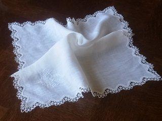 モスリンリネンの白刺繍ハンカチ