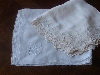 手芸向き・リネンの白刺繍ハンカチ