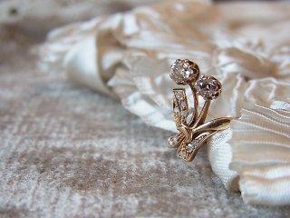 華奢な花束のダイヤモンドリング