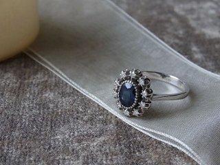 お花型サファイアとダイヤのリング