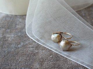 一粒天然真珠のクラシカルなピアス