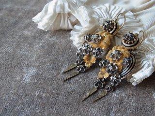 銀&ダイヤの花と黒エナメルピアス