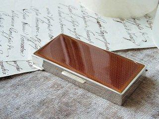 キャラメル色エナメルの煙草BOX