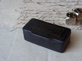 格子模様の黒いサイコロBOX