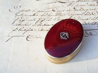 赤茶色のギロッシュエナメルの小箱