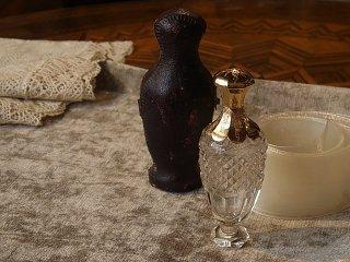 クリスタルガラスの携帯香水ボトル