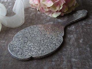 洗練された唐草模様の銀の手鏡