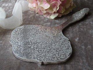 優雅なフォルム唐草模様の銀の手鏡