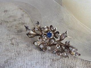 サファイアの花・ダイヤブローチ