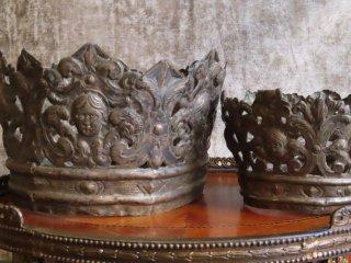 ローマの17世紀の銀の2つの王冠