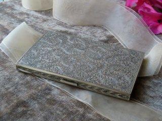 緻密な手彫りの銀のカードケース