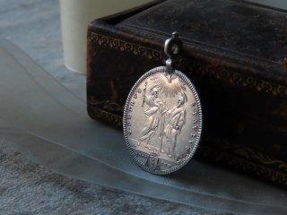 18世紀の教皇の銀貨のペンダント