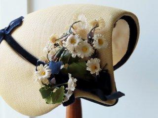 春のお洒落な40年代の帽子