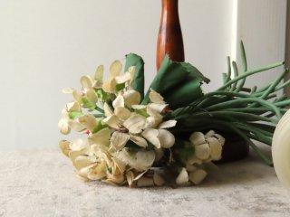 ロマンティックな布花のコサージュ