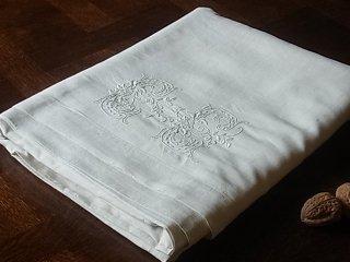 CCの花文字白刺繍リネンWシーツ