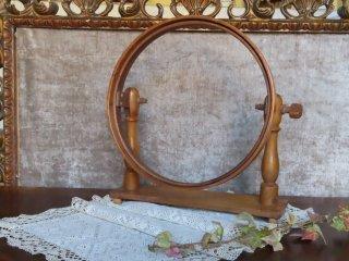 昔の刺繍台