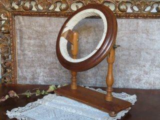 19世紀の刺繍台