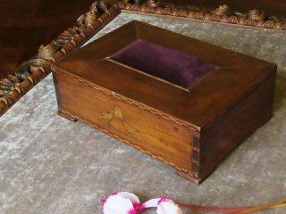 小鳥とモノグラムの裁縫箱
