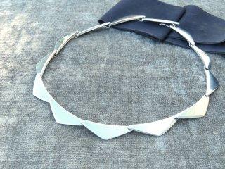 G・ジェンセンの銀ネックリング