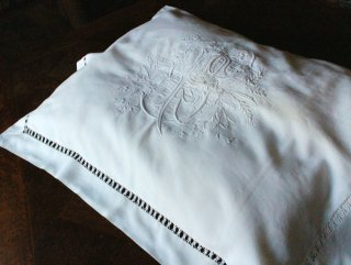 特大花文字モノグラムの白刺繍