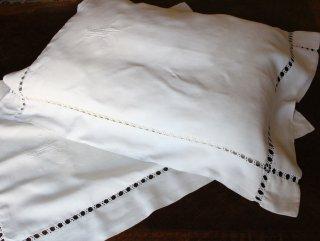 AAのシンプルモノグラムの白刺繍
