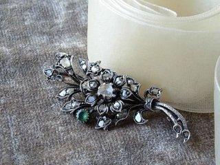 エメラルド&ダイヤの花のブローチ