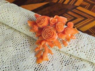 シャッカ珊瑚の薔薇と鳩のブローチ