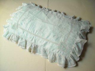 白刺繍とボビンレースのピロー