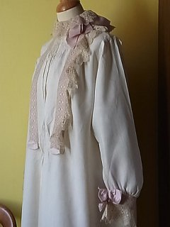 19世紀のリネンロングドレス