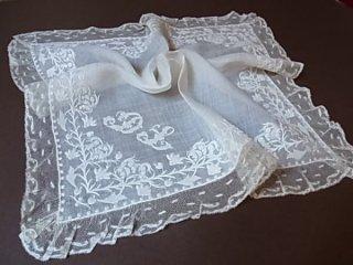 白刺繍のハンカチ