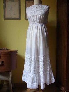 リバティ時代の白いロングドレス
