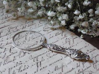 銀の小さな虫眼鏡
