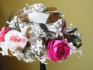 お花いっぱいの小さなお洒落帽子