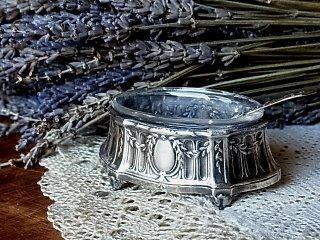 リバティ時代の銀の塩入れ