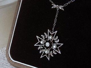 銀婚式の真珠とダイヤのペンダント