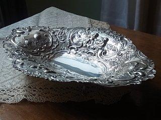 天使とドイツの黒い森の銀の飾り皿