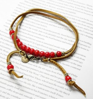 WHITE HEARTS BEADS BRACECODE / Tan deer skin / Red beads