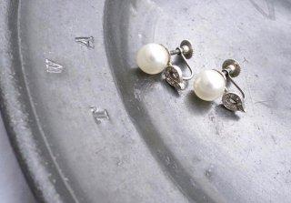 1960  MARVELLA<BR>ホワイトリーフパールイヤリング