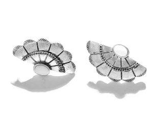 Vintage metal shell pierced / silver