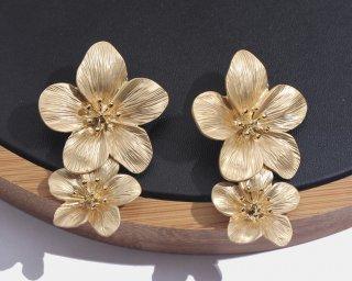 Gold flower pierced