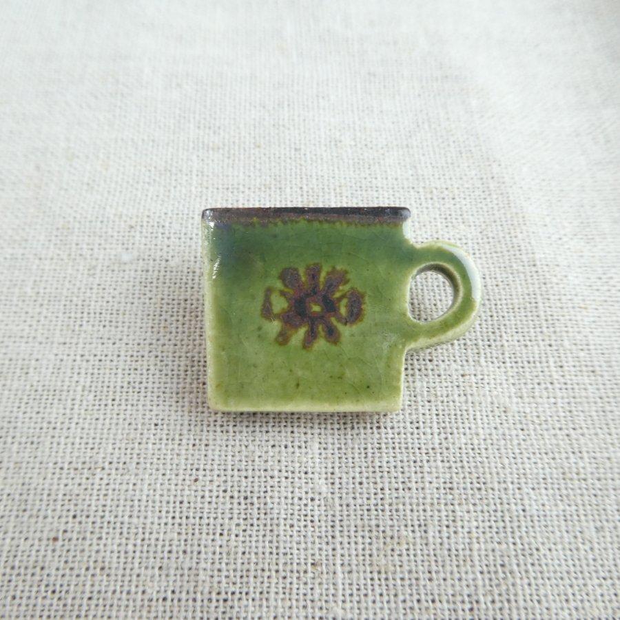 atelierBOKKO モチーフ カップのブローチ 緑