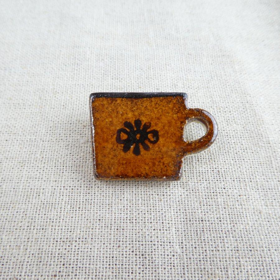 atelierBOKKO モチーフ カップのブローチ 茶
