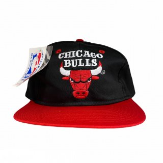 <img class='new_mark_img1' src='https://img.shop-pro.jp/img/new/icons15.gif' style='border:none;display:inline;margin:0px;padding:0px;width:auto;' />NBA Chicago Bulls Snap Back Cap(DEAD STOCK)