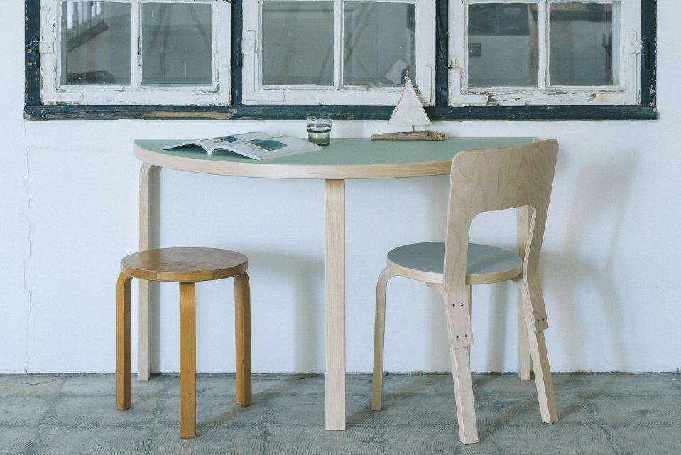 artek | 半円テーブル