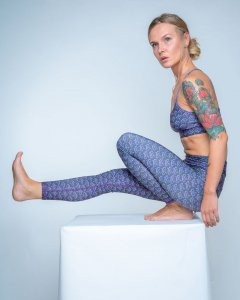 am maaki  leggings purple