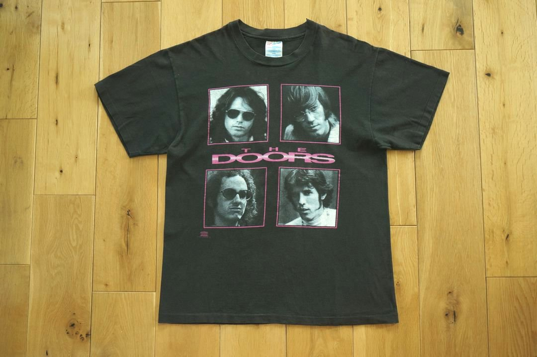 <img class='new_mark_img1' src='https://img.shop-pro.jp/img/new/icons5.gif' style='border:none;display:inline;margin:0px;padding:0px;width:auto;' />90年代 THE DOORS TEE