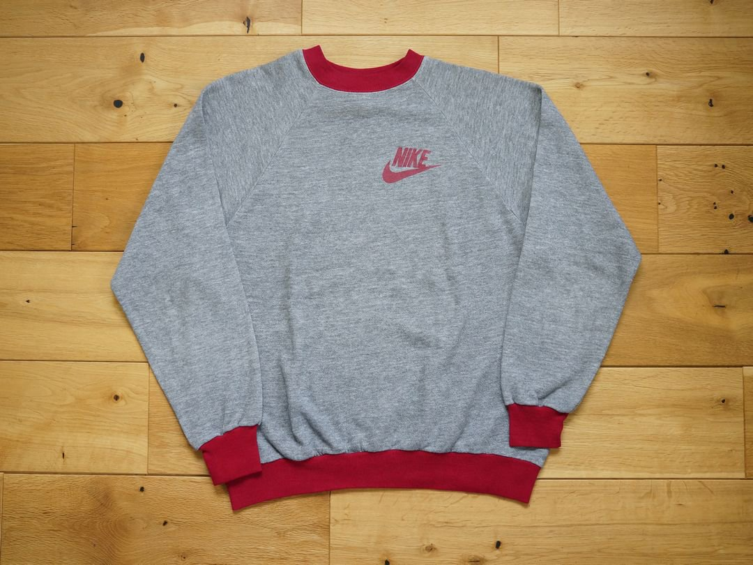 <img class='new_mark_img1' src='https://img.shop-pro.jp/img/new/icons5.gif' style='border:none;display:inline;margin:0px;padding:0px;width:auto;' />1970s NIKE 2TONE SWT