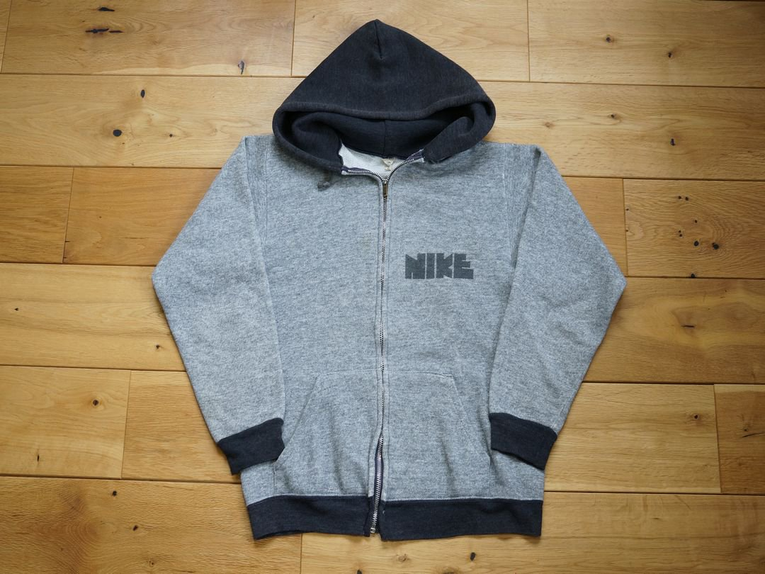 <img class='new_mark_img1' src='https://img.shop-pro.jp/img/new/icons5.gif' style='border:none;display:inline;margin:0px;padding:0px;width:auto;' />1970s NIKE 2TONE FULLZIP HOODIE
