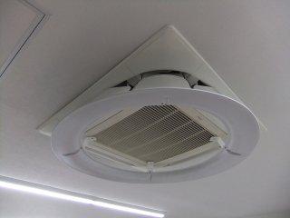 国内製造品 トーカイデザイン エコエコファン サークルウィング エアコンの直下風をサークルウィングで間接風に和らげる